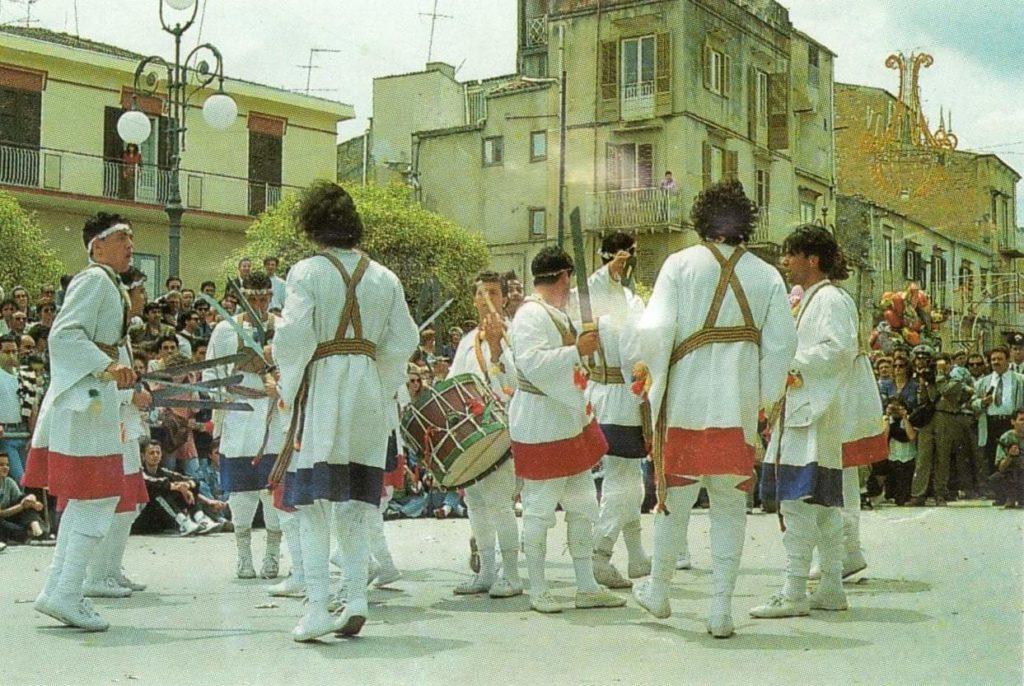 Tataratà: una danza a suon di spade e tamburi