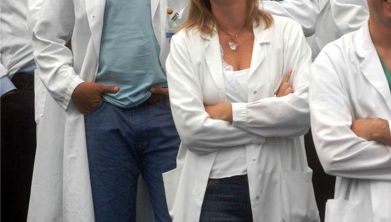 Sono un camice grigio, non posso scegliere che medico essere