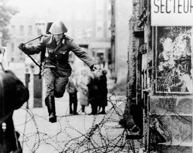 Conrad, il soldato che saltò il muro di Berlino
