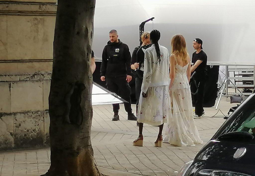 La moda di Tory Burch sceglie la Statua di Palermo